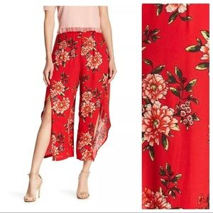 NWT. Romeo & Juliet Couture Floral Pants. Size S.